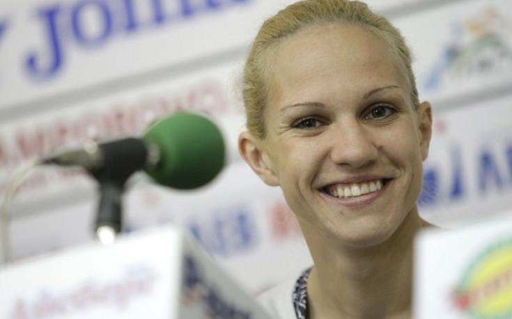 Станимира Петрова тръгна с победа на Европейското по бокс