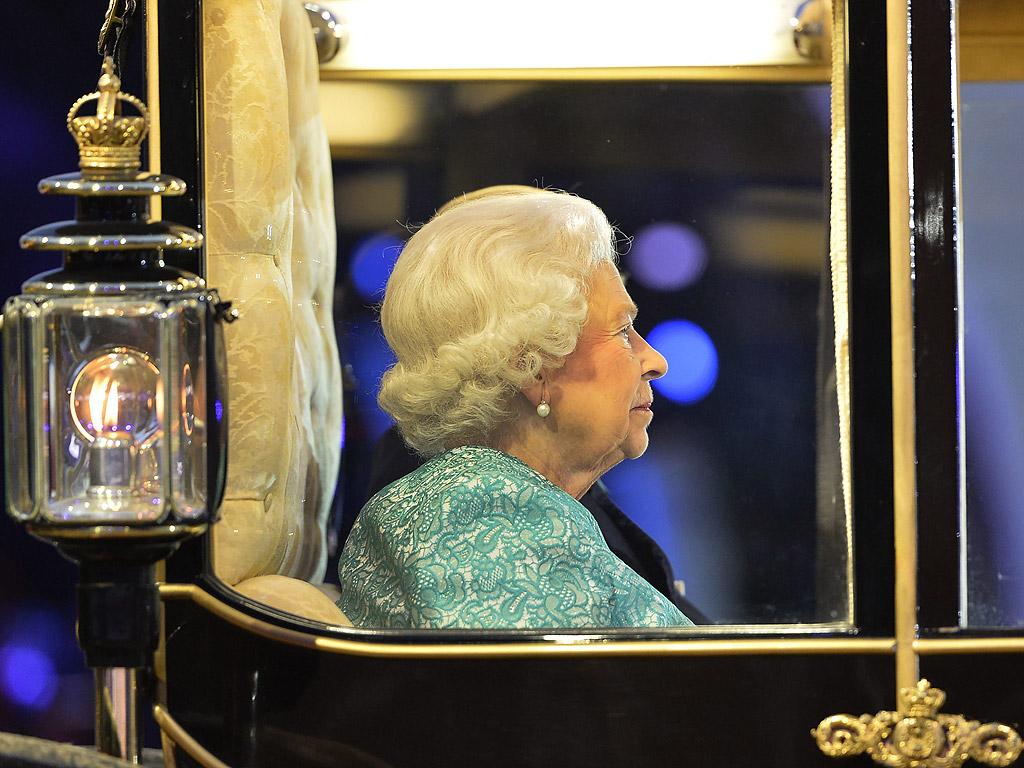 Британската кралица Елизабет Втора откри снощи в Уиндзор тържество по случай 90-ия си рожден ден