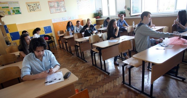 България Повече двойки на матурите, средно 4.06 по Български език