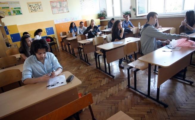 Повече двойки на матурите, средно 4.06 по Български език