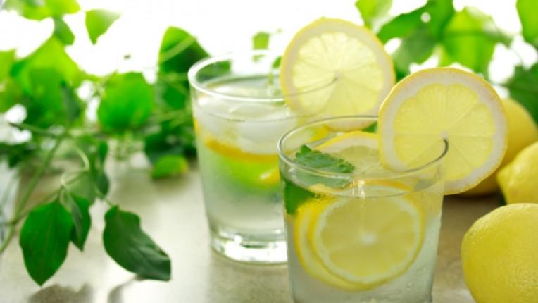 вода лимон горещ