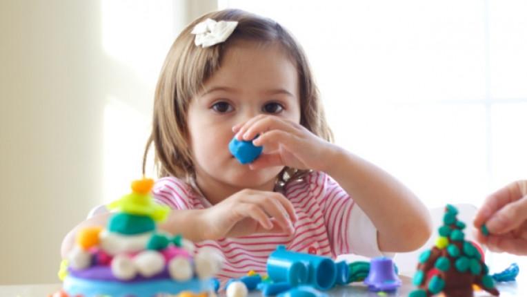 пластилин игра деца