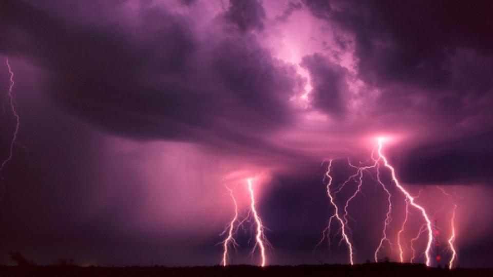 Мощни магнитни бури ни връхлитат в следващите 5 дена - как да се предпазим от влиянието им