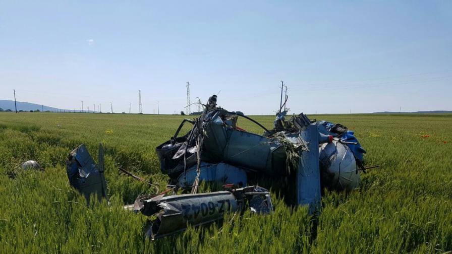 Хеликоптер се разби край Несебър, пилотът е загинал (снимки)