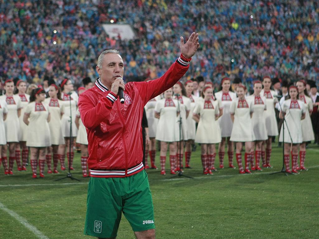 Стоичков благодари на публиката за невероятната подкрепа към националния отбор в неговата ера и сподели, че без верните фенове е било невъзможно четвъртото място в света през 1994 г. Камата обяви, че такава поддръжка като тази от страна на българските футболни привърженици не е виждал никъде, където се е подвизавал - в Испания, Италия и където и да е.