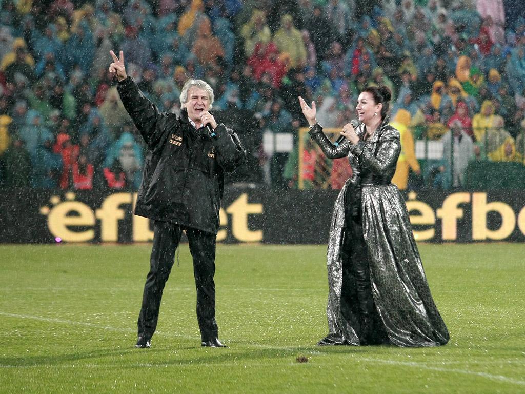 43 000 на крака за Христо Стоичков. Камата празнува своите 50, десетки световни звезди го уважиха