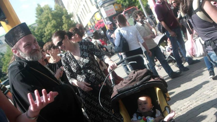 Протест срещу новата управа на Фонда за лечение на деца