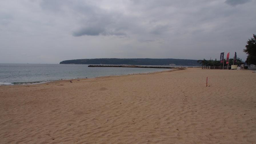 Намерена е мъртва жена в морето във Варна