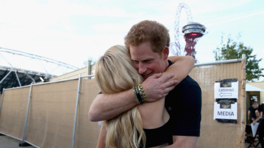 Интимна близост между Принц Хари и Ели Голдинг