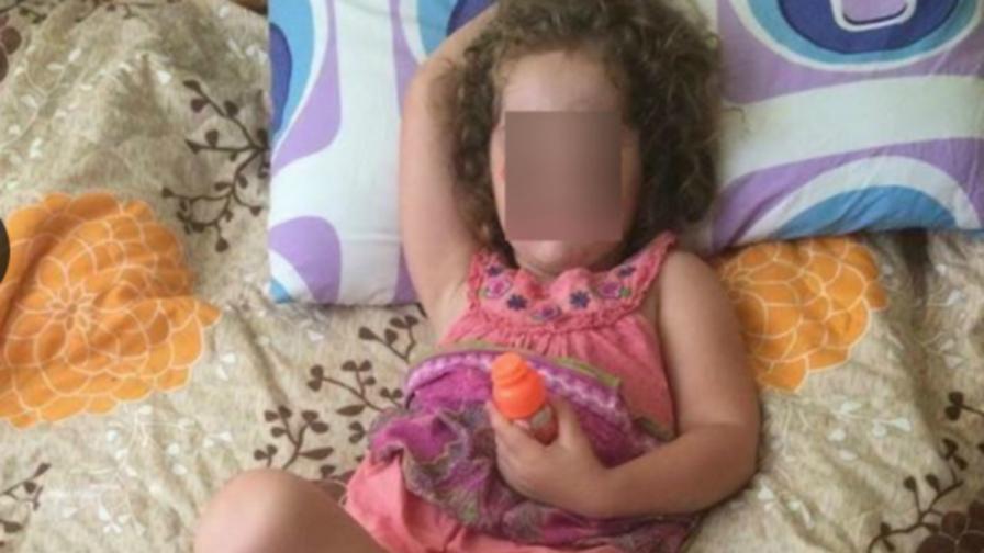 Двуметров шкаф падна върху дете в забавачка