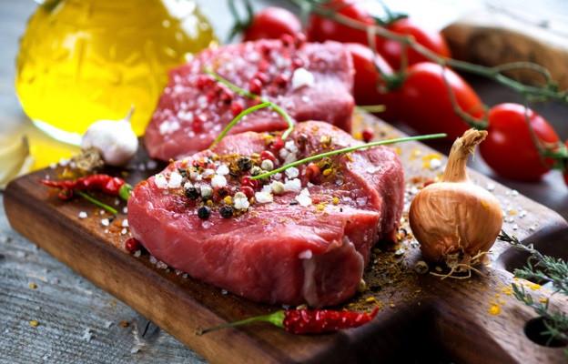 <p><strong>Недопечено месо</strong></p>  <p>Печеното месо не само е по-вкусно, са открили прадедите ни, но е и безопасно.</p>  <p>Ако не изпечете месото достатъчно добре, има опасност в него да останат бактерии като ешерихия коли, които да предизвикат от леко до тежко стомашно неразположение.</p>