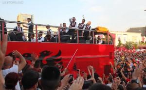 Посрещнаха албанците като национални герои