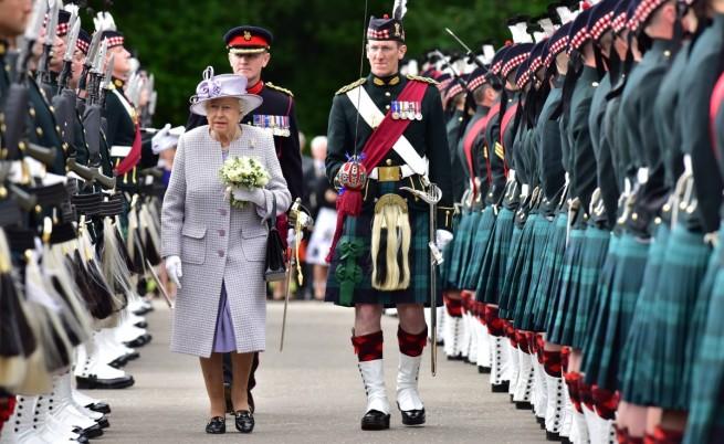 Кралица Елизабет II на посещение в Шотландия