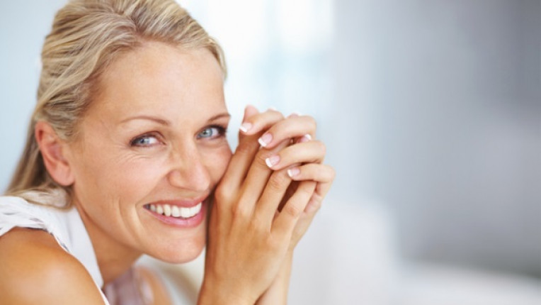 жена ръце бръчки кожа