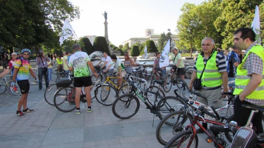 Колоездачи срещу агресивни велосипедисти