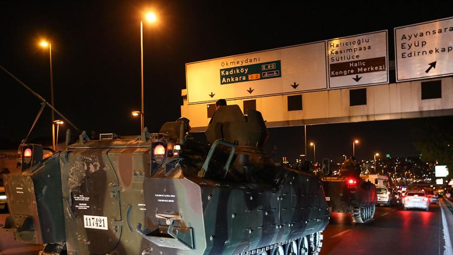 Стотици жертви, Ердоган зове народът да стои навън