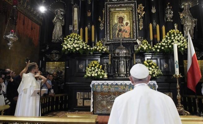 """Папа Франциск пред иконата """"Черната Мадона"""""""