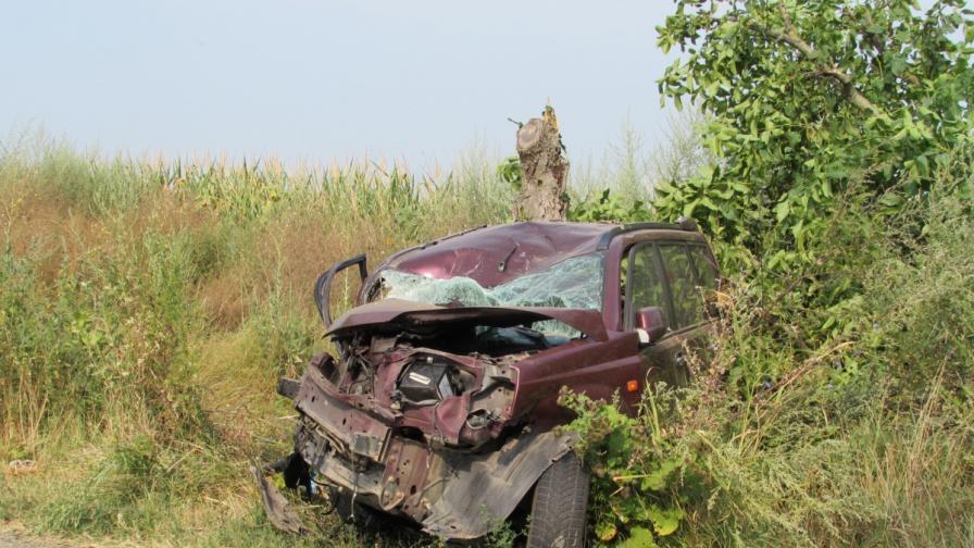 Баща и син загинаха в катастрофа, трета жертва на пътя