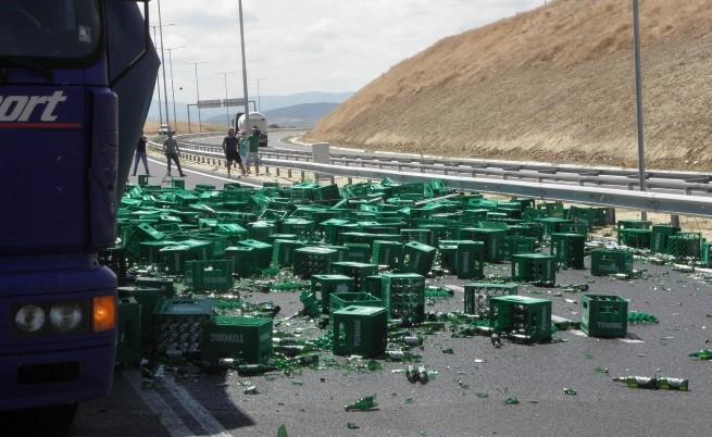 Хиляди шишета с бира се изпочупиха на