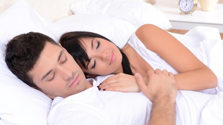 Любовен живот според любимата поза за спане