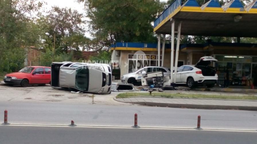 Джип се заби в бензиностанция в Пловдив