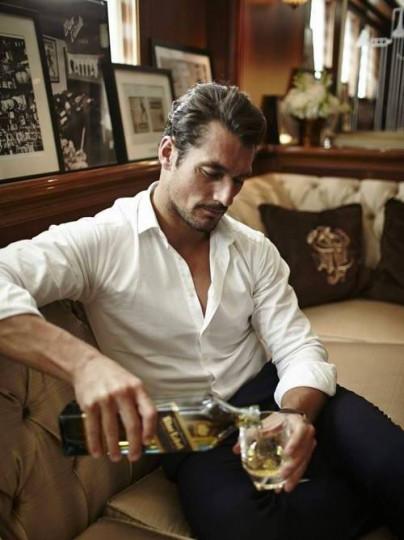 Джин с тоник: Този мъж притежава усет за стил и огромен чар, но не може да бъде впечатлен лесно и то от изтъркани романтични истории. Любимата му напитка е силна, но балансирана точно като него.
