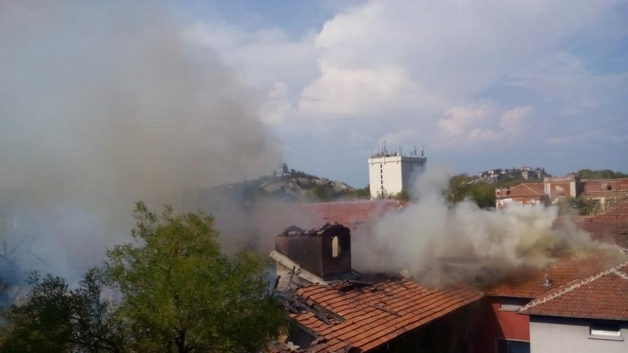 Пожар приближава две села, започва евакуация