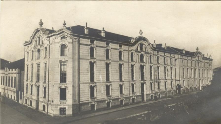 Над 100 години история, изгубена в пламъците