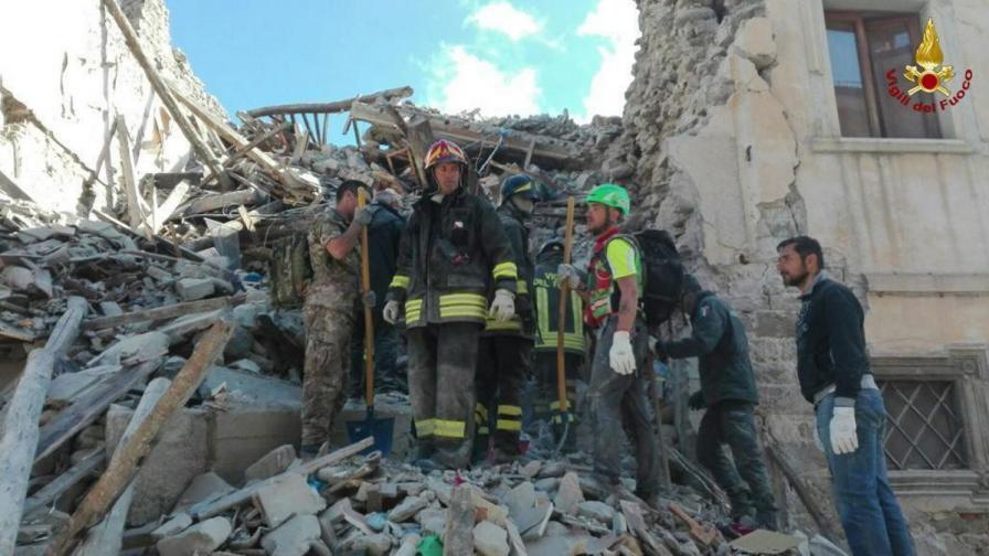 Адското земетресение в Италия през улични камери (видео)