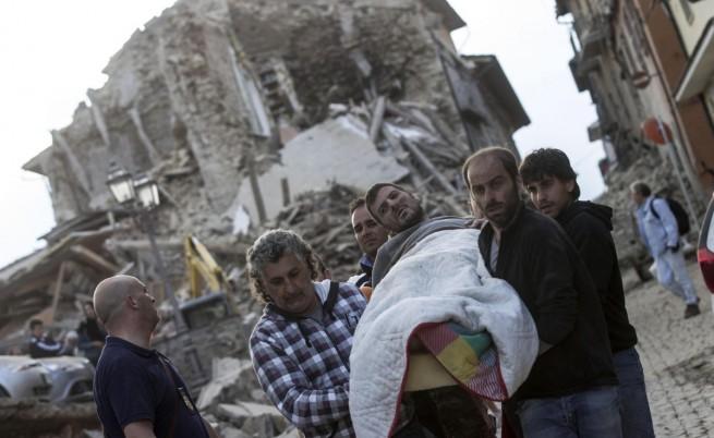 Жертвите от труса в Италия вече са 120, Ренци обеща помощ
