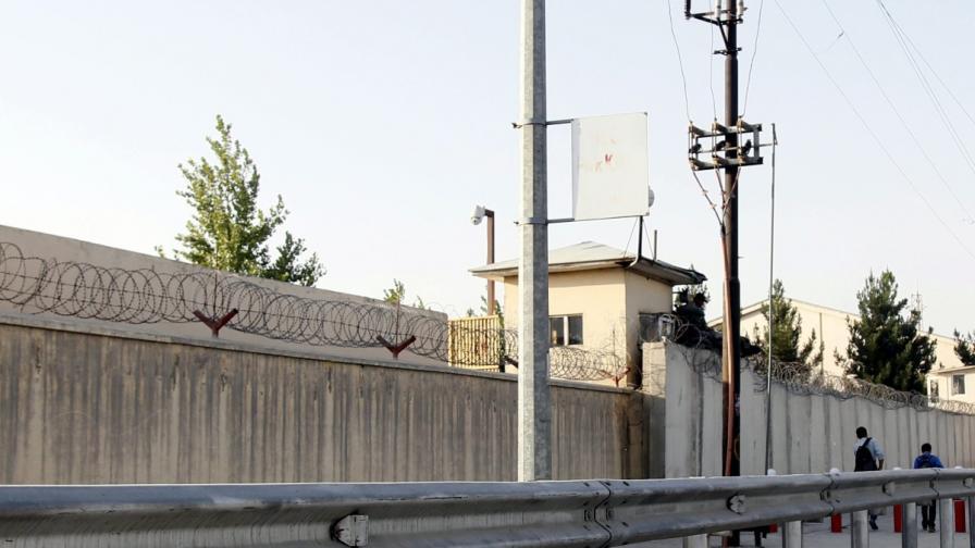 Взрив и стрелба в университет в Кабул