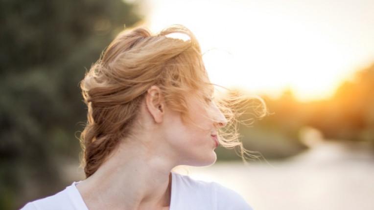 жена дева слънце залез
