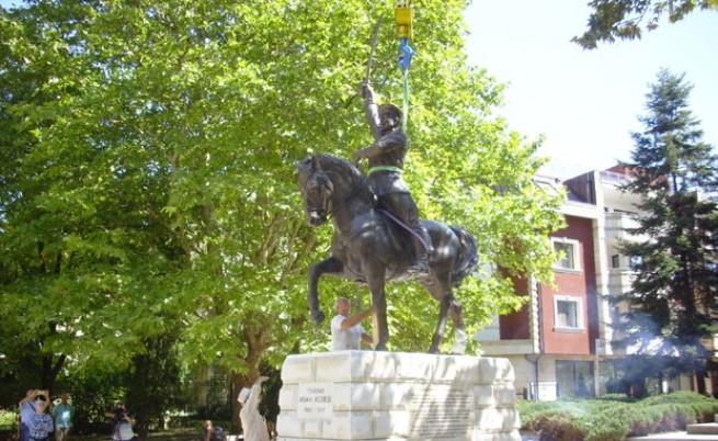 За първи път в България - паметник на генерал в Добрич пее