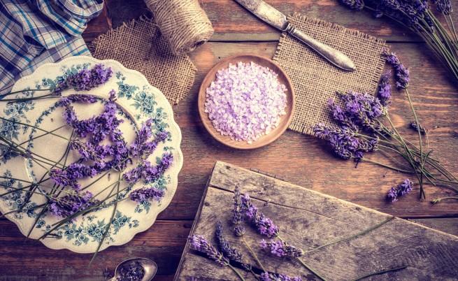Лавандула, чубрица, алое вера - билки срещу косопад