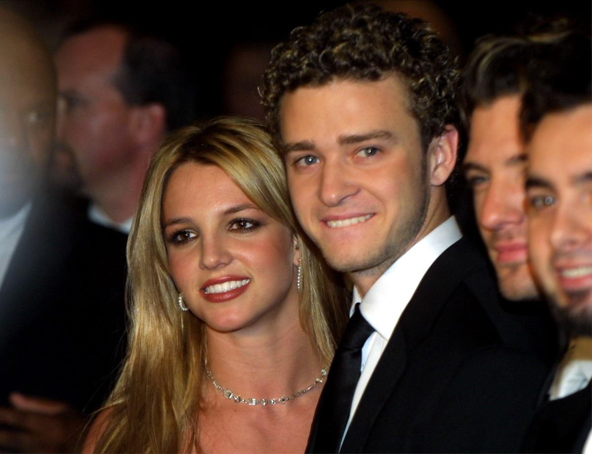 """Бритни Спиърс и Джъстин Тимбърлейк се запознават през 90-те по време на участието им в шоуто """"Клубът на Мики Маус"""". Любовта между тях пламва през 1998 г., а връзката им продължава четири години. След раздялата им през 2002 г. Тимбърлейк се вдъхнови за една от най-известните си песни Cry Me A River. От своя страна Бритни сподели, че Джъстин е бил първият мъж в живота ѝ."""