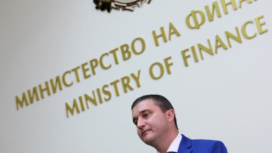 Горанов: Цигарите ще поскъпват устойчиво до 2018 г.