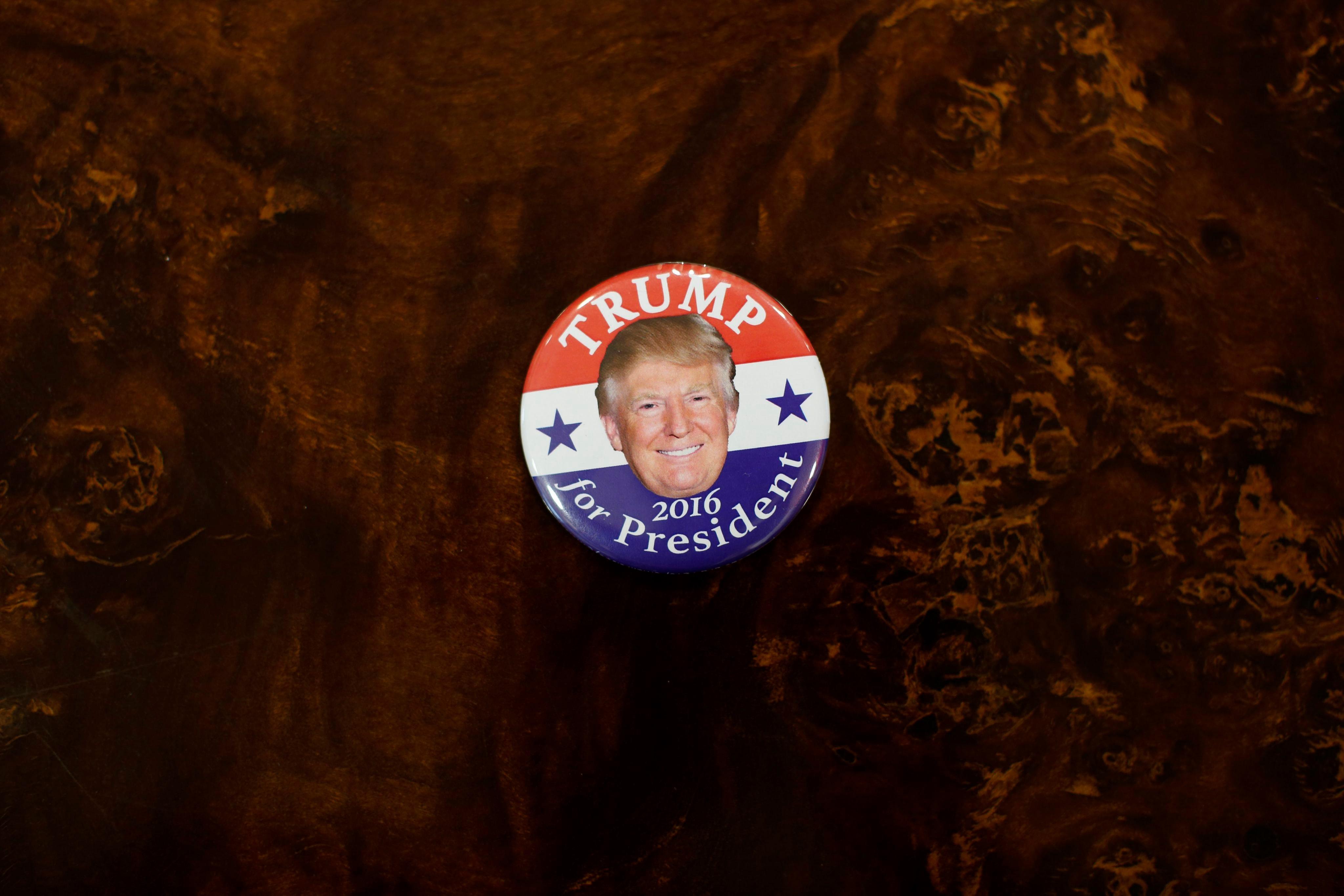 Значка, част от рекламните материали в кампанията на Тръмп