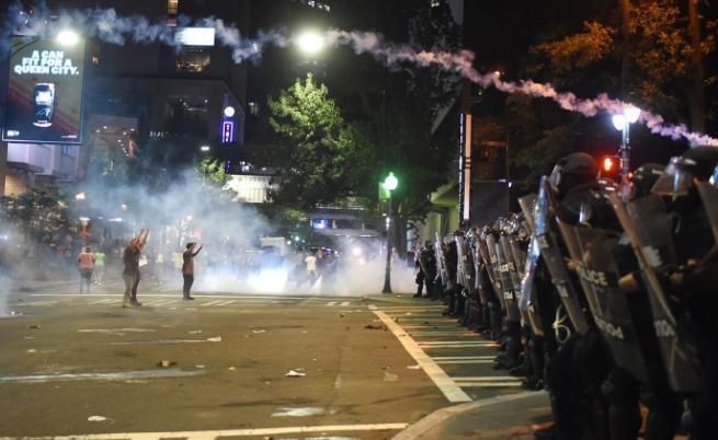 Размирици в американски град, обявиха извънредно положение