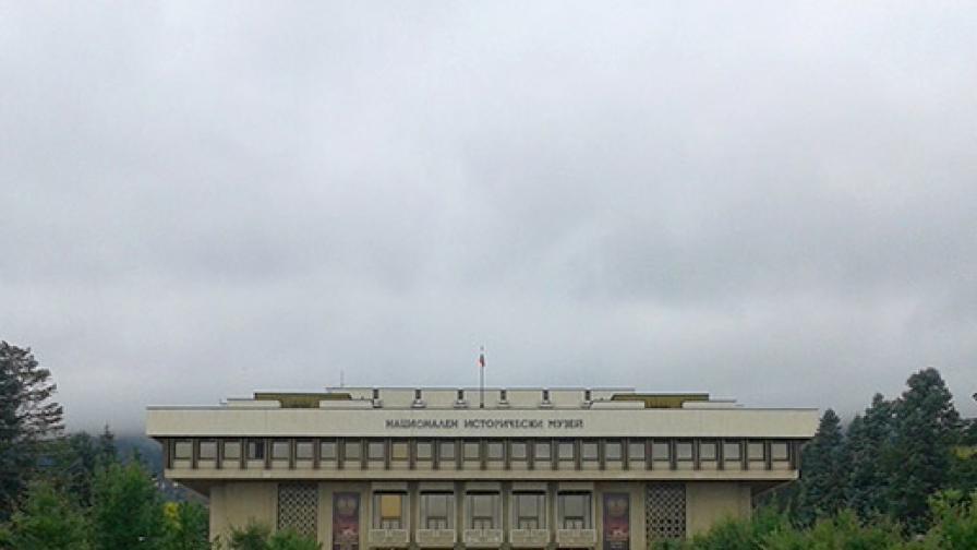 НИМ отвръща: Възстановяваме три паметника в Македония