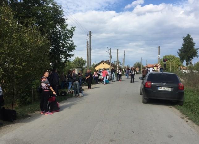 - Двама мъже са загинали, след като влак е блъснал автомобила им на ж. п.-прелез в горнооряховското село Правда днес около 14:30 ч., съобщиха от...