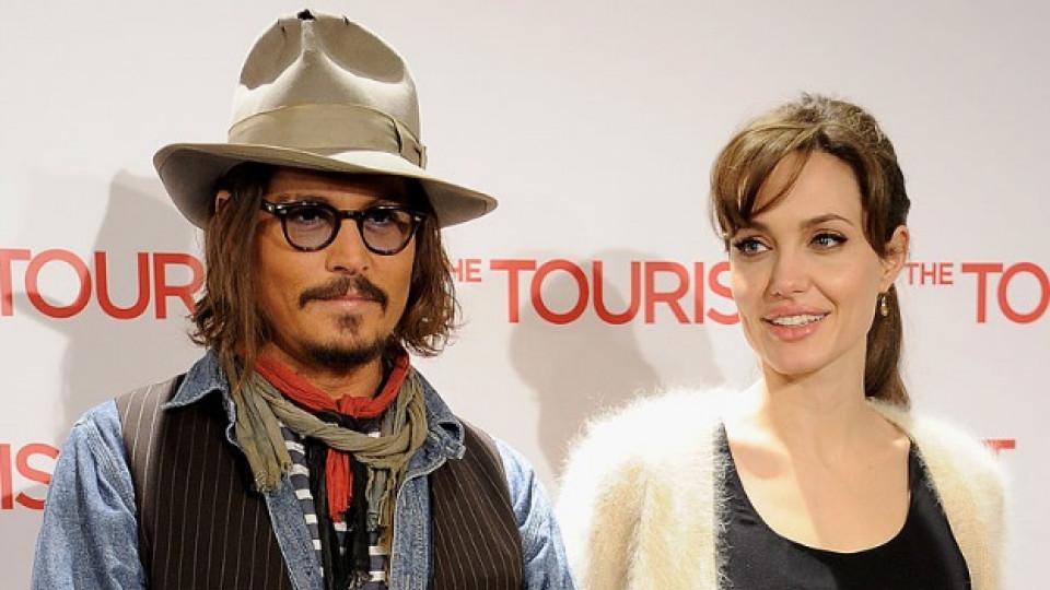 Анджелина Джоли потърси утеха и подкрепа при Джони Деп