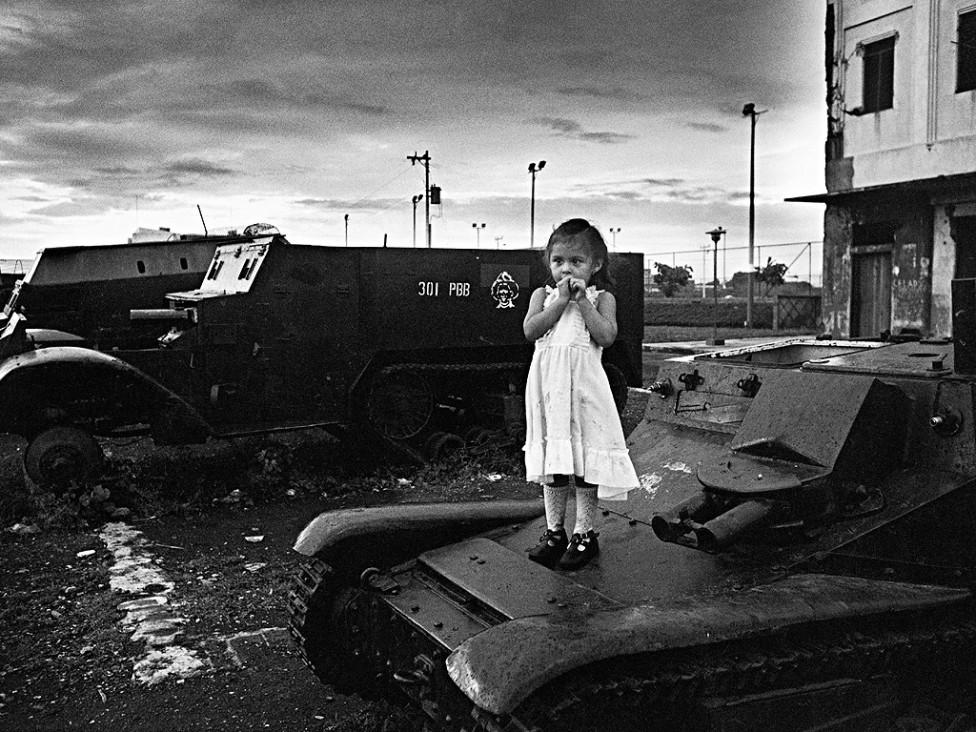 """- Една от малкото жени военни фотографи – Кристин Спенглер гостува в България, за да представи лекция и видео прожекция, по темата """"Конфликти"""" на..."""