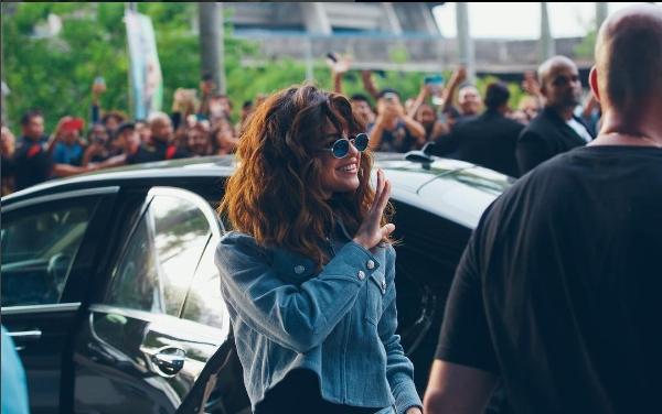 """Въпреки че в последно време избягва социалните мрежи, певицата и актриса от САЩ Селена Гомес тази седмица стана първата личност със 100 милиона последователи в сайта за фотосподеляне """"Инстаграм"""".Тази снимка е харесана над 2.5 мил. пъти"""