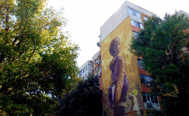 Малко момче на 6-етажен панелен блок в Пловдив спира дъха