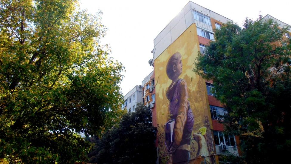 - Фестивалът ONE ARCHITECTURE в Пловдив показва на живо как може да се промени панелната среда, а калканът на панелен блок в пловдивския квартал...