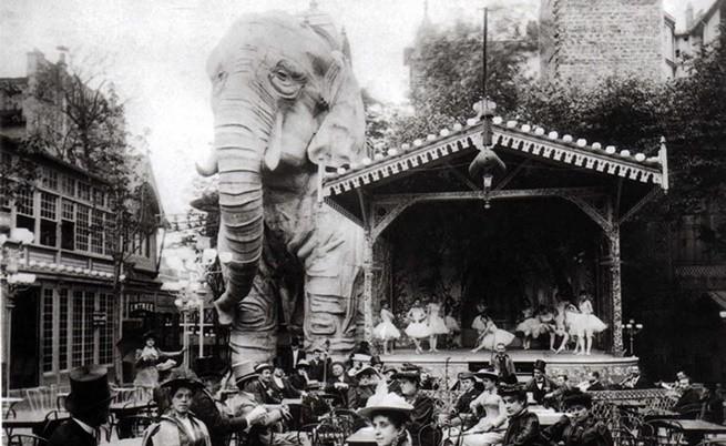"""Известният слон от градината на """"Мулен Руж""""."""
