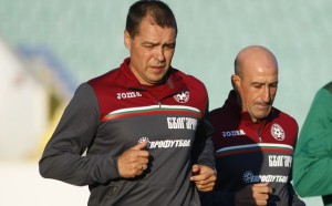 Хубчев повика 19 футболисти за учебна игра