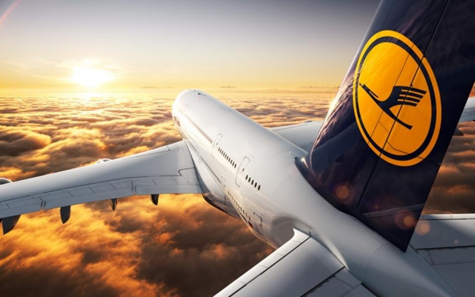 Четири двигателя Rolls-Royce приземяват гигантския А380 в София