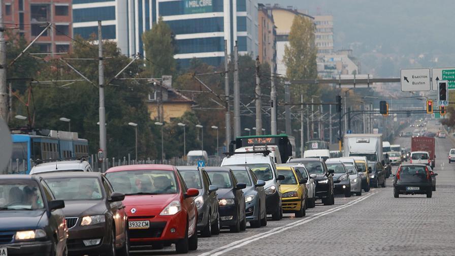 Километрични задръствания на магистралите към София