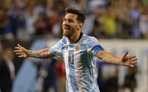 Аржентина с Меси на 18 минути от смъртта